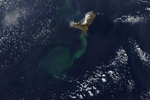 Widok satelitarny na wulkan z 2 listopada (NASA)