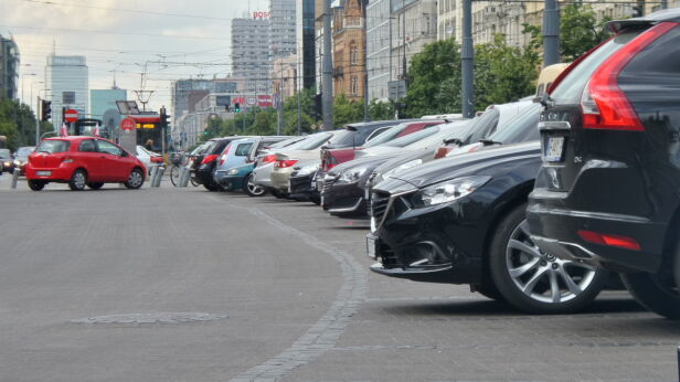 Zatłoczone parkingi w centrum Artur Węgrzynowicz, tvnwarszawa.pl