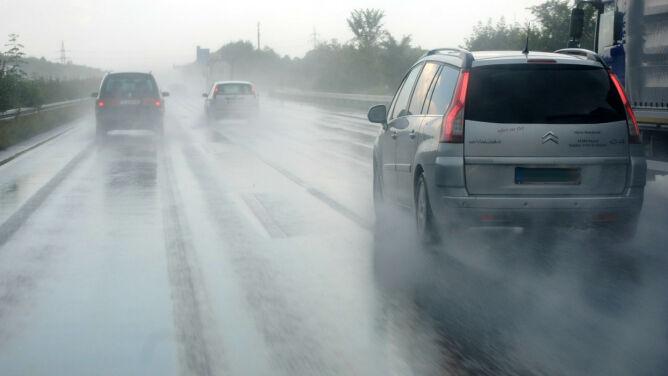 Prognoza drogowa na dziś: lokalnie może zrobić się ślisko