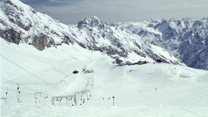 Nad Alpami zbiorą się chmury, dopada śniegu
